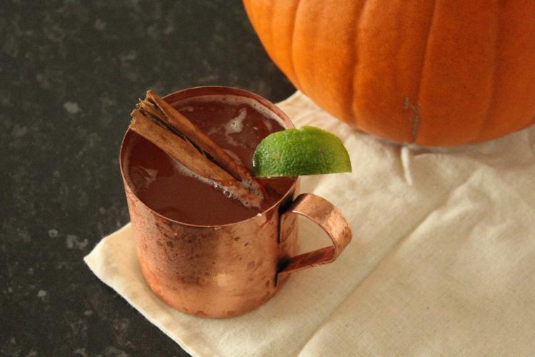 Pumpkin spiced rum Halloween cocktail recipe