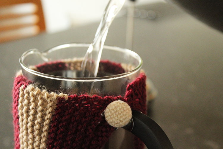 Knitted cafetiere cosy pattern