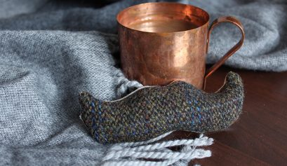DIY tweed moustache handwarmer - click through for more
