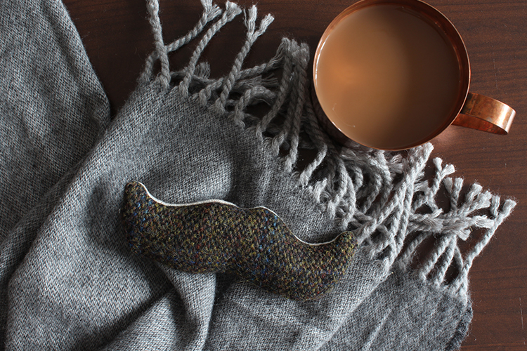 DIY tweed hand warmer (moustache shaped!) - click through for more