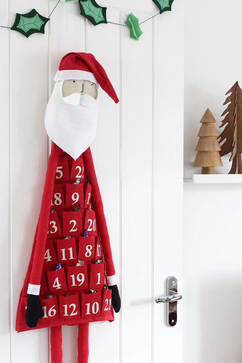 DIY fabric santa advent calendar - Click through for more