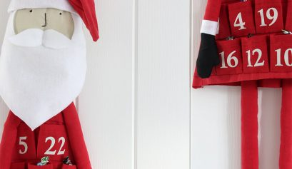 DIY fabric santa advent calendar - Click through for more