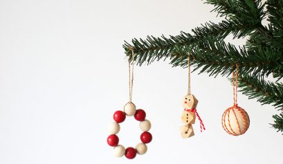 Easy DIY Christmas decorations with wooden beads