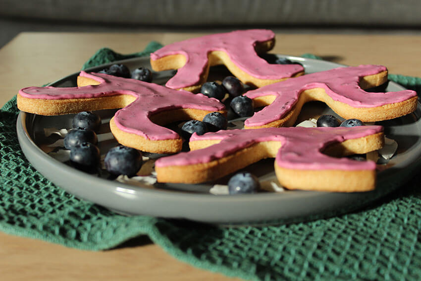 Pi Cookies Recipe for Pi Day, loaded with delicious brain food like blueberries and coconut. Click through for the recipe.