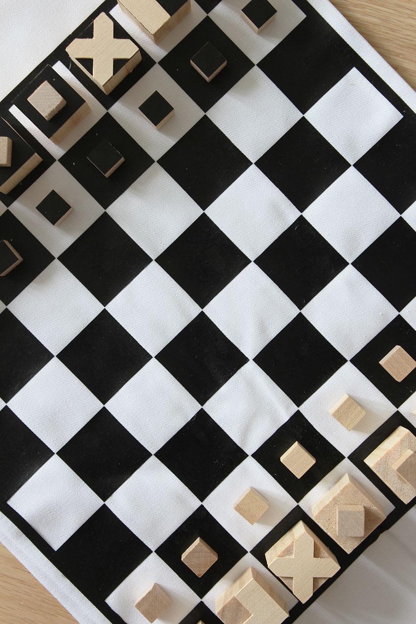 How to make DIY travel chess set with Cricut Maker, click through for tutorial