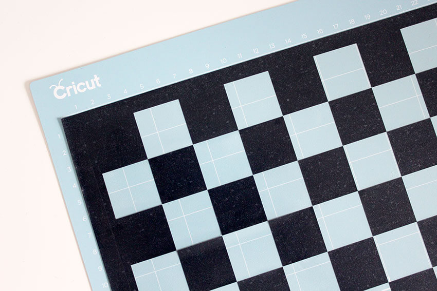 How to make a travel chess set with Cricut Maker, tutorial steps