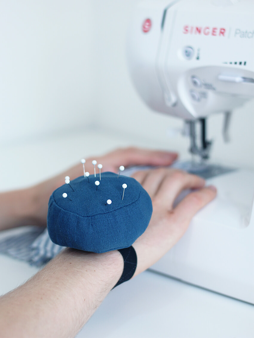 Sew a DIY wrist pincushion that sharpens your needles with wire wool, as you use it | Click for full tutorial #crafts #sewing