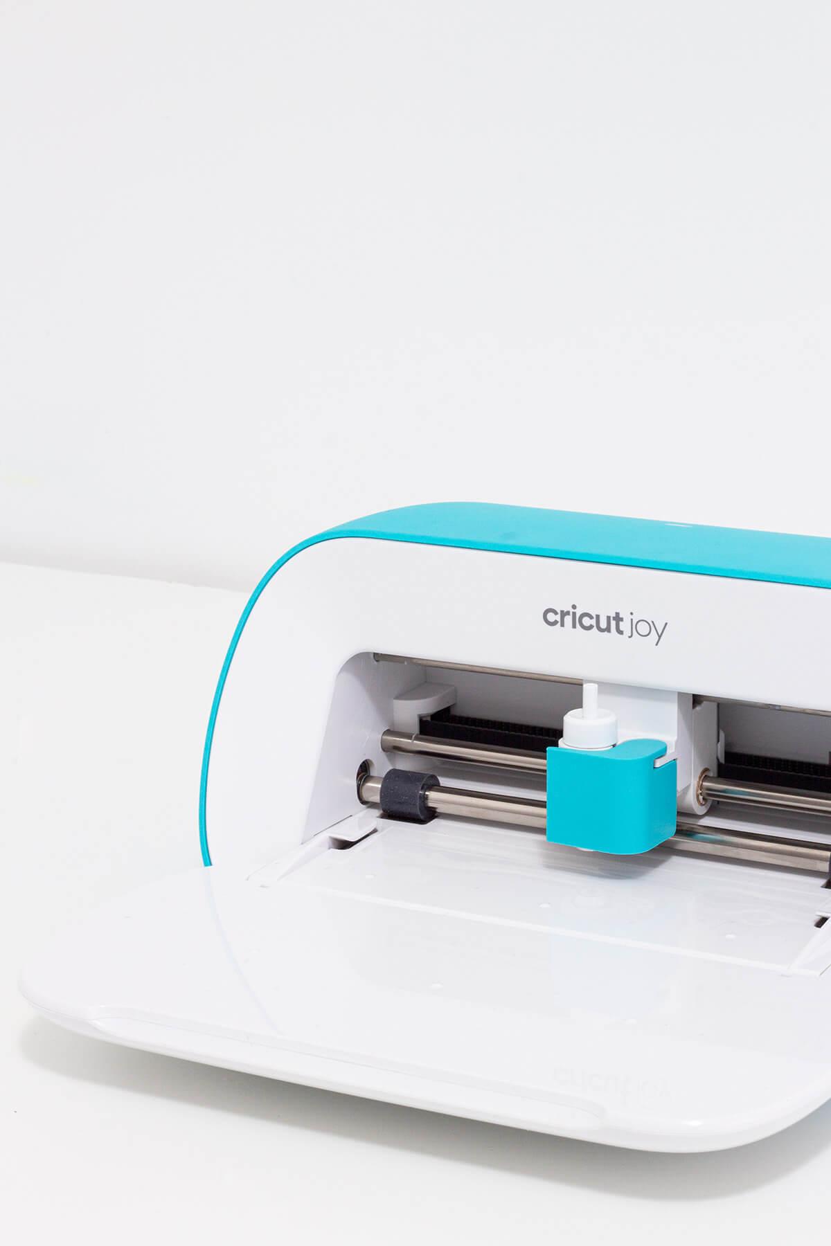 Which Cricut machine should you buy? Cricut Maker vs ...